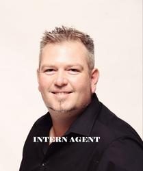 Christiaan Pretorius, estate agent